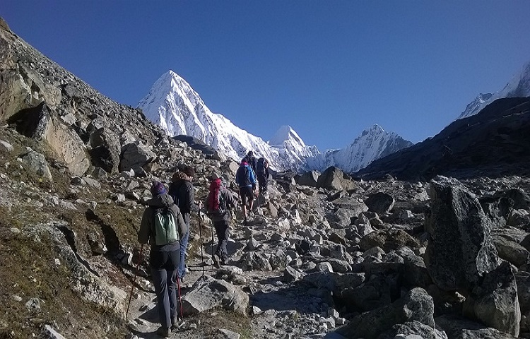 everest trek with leaf holidays