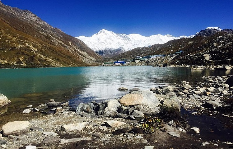 gokyo valley trek with leaf holidays